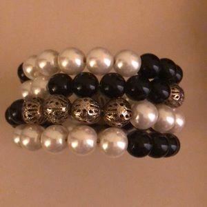 Jewelry - Elegant Bracelet- black and ivory beads
